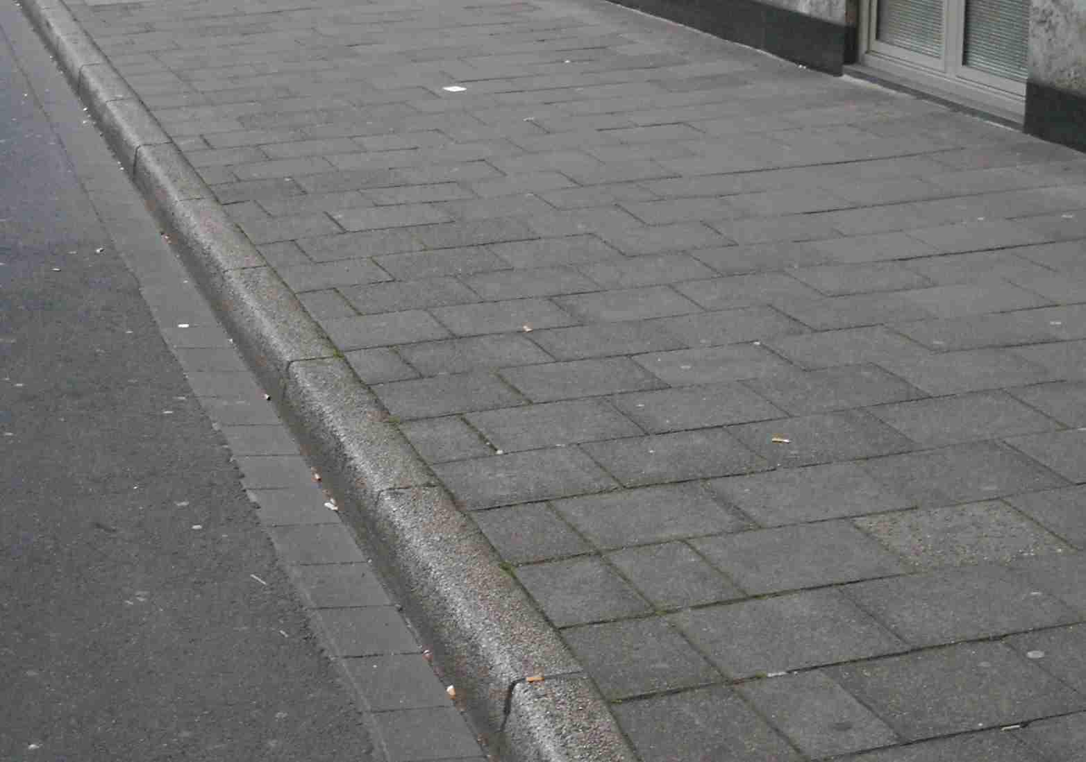 У Тернополі запрацював тротуар з обігрівом